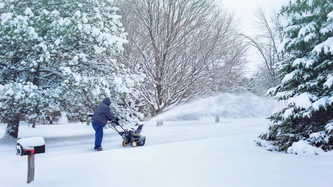 10 Best Snow Blowers In Canada 2020 – Review & Guide
