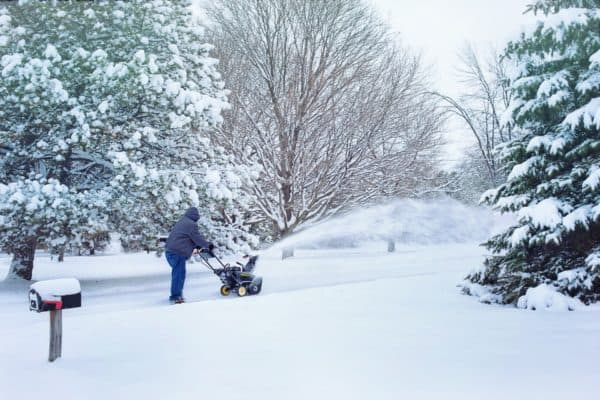 5 Best Snow Blowers In Canada 2020 – Review & Guide