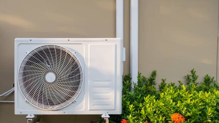 8 Best Window Air Conditioners In Canada - Review & Guide