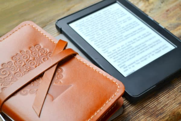 6 Best E-Readers In Canada 2020 – Review & Guide