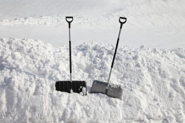 8 Best Snow Shovels In Canada 2020 – Review & Guide