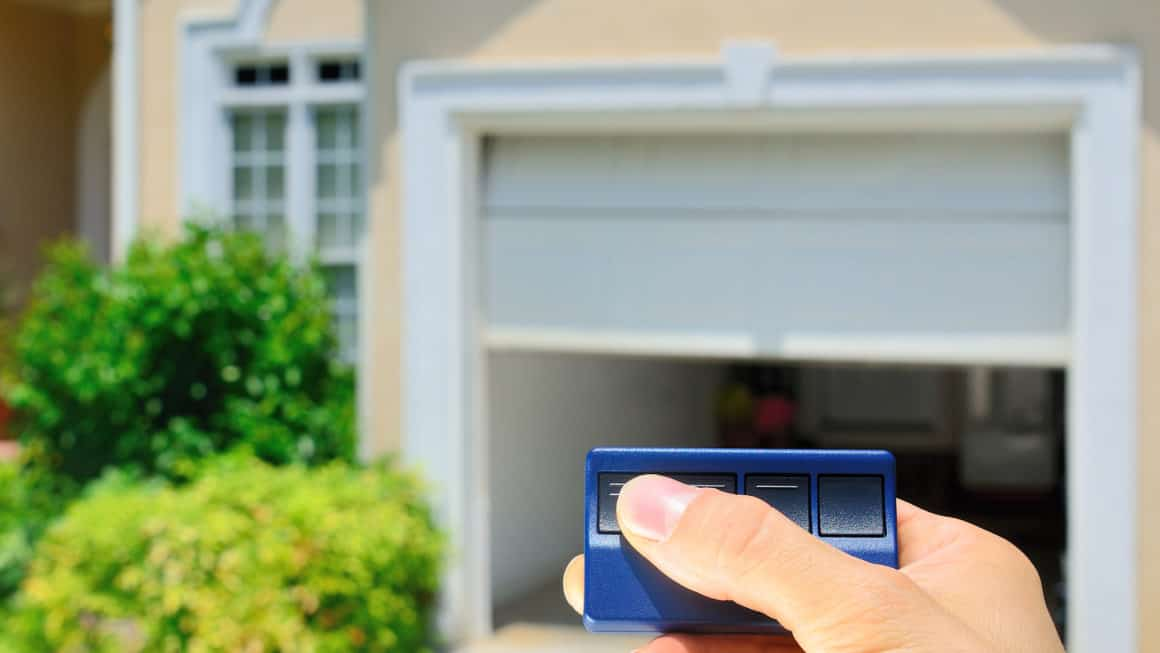 3 Best Garage Door Openers In Canada 2021 – Review & Guide