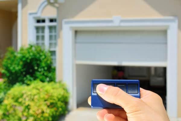 3 Best Garage Door Openers In Canada 2020 – Review & Guide