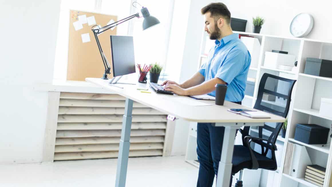 9 Best Standing Desks In Canada 2020 – Review & Guide