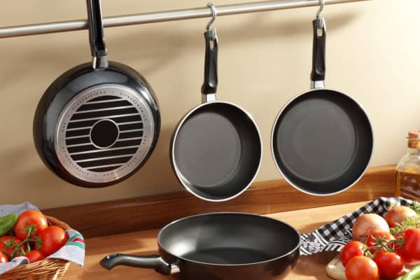 9 Best Non-Stick Frying Pans In Canada 2021 – Review & Guide
