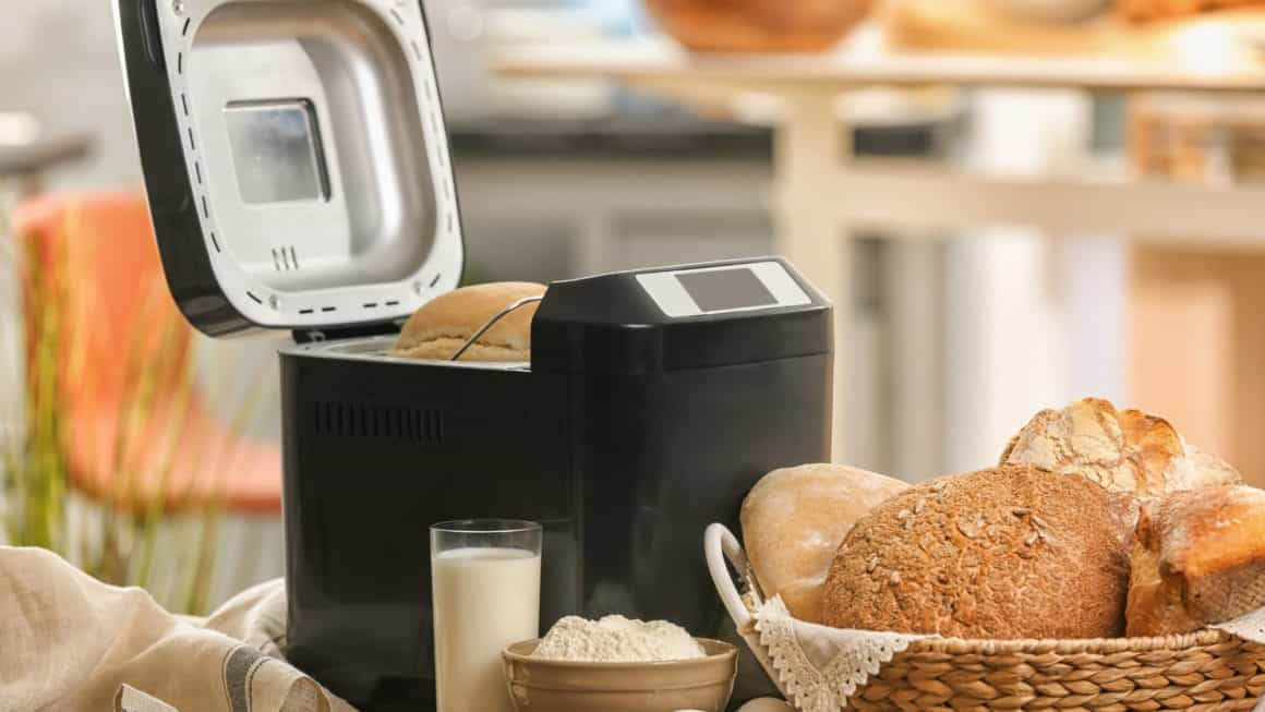 9 Best Bread Makers In Canada 2020 – Review & Guide