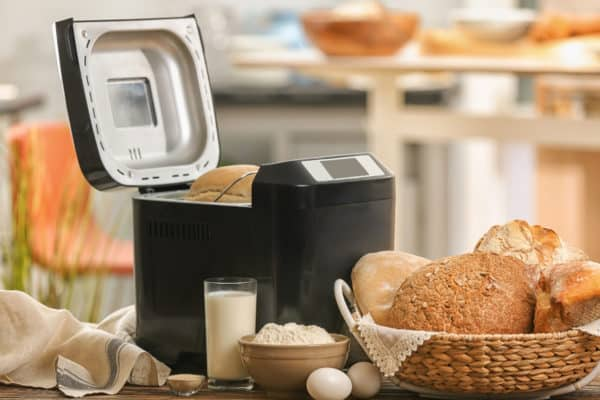 9 Best Bread Makers In Canada 2021 – Review & Guide